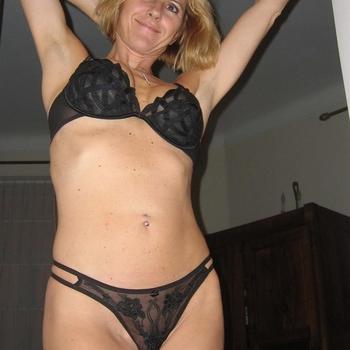 CCake, vrouw (49 jaar) wilt contact in Limburg